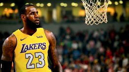 Lebron James On Lakers 23 Jersey Hd Wallpaper